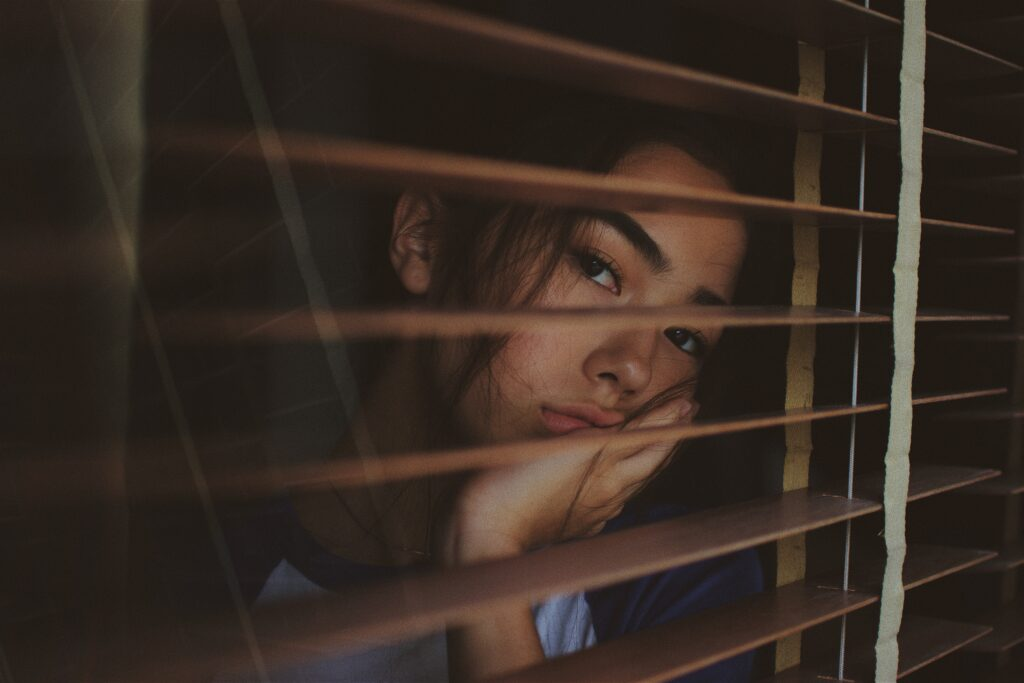 孤独を感じている女の子